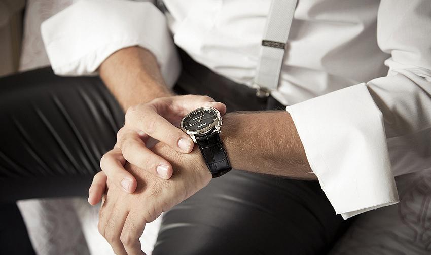 Clocks-groom